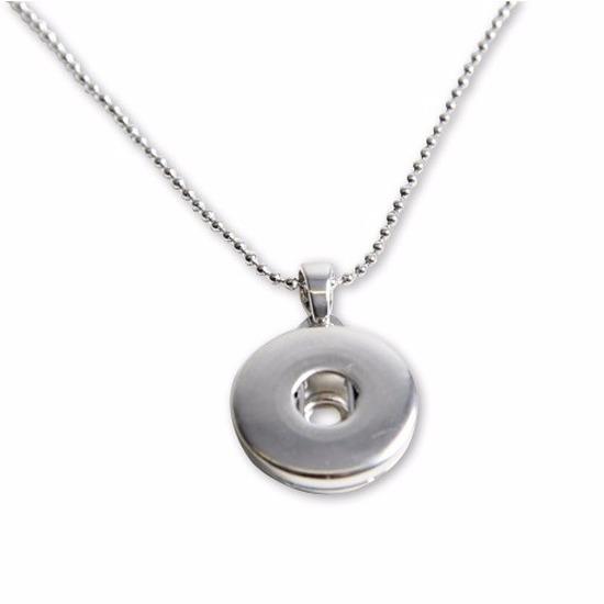 Zilveren metalen ketting met medaillon voor een chunk