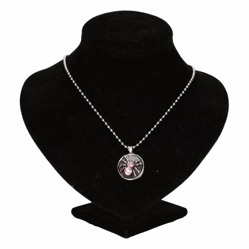 Zilveren metalen ketting met roze spinnetje