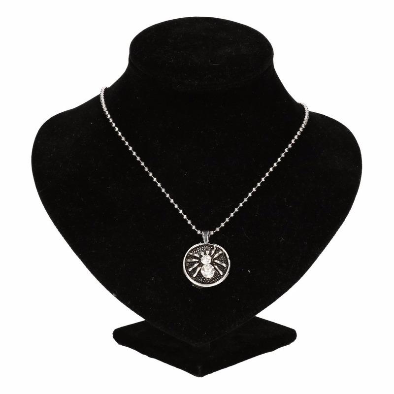 Zilveren metalen ketting met zilver spin