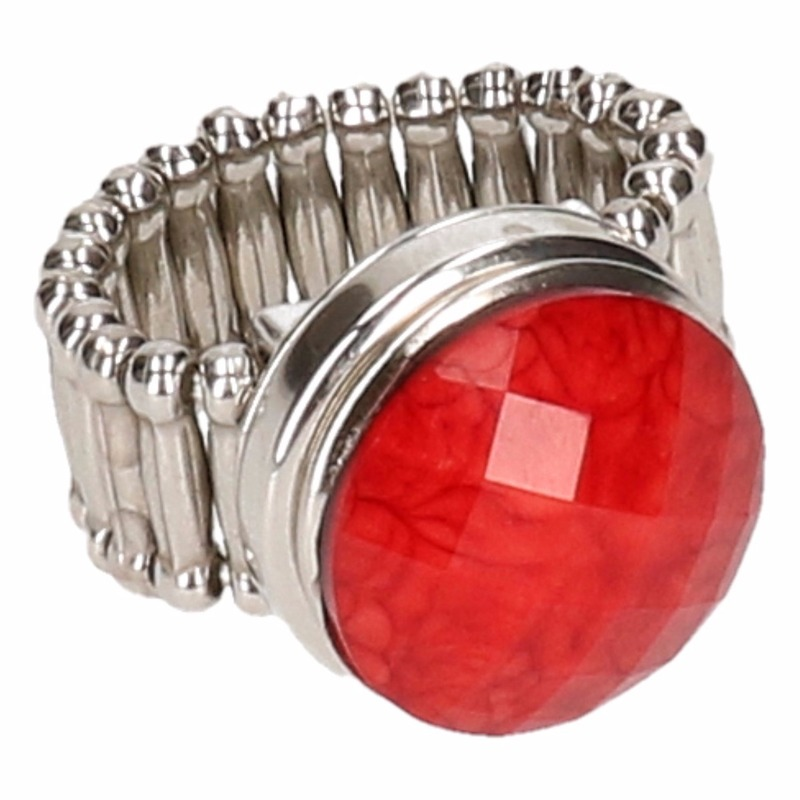 Zilveren metalen ring met rode steen chunk
